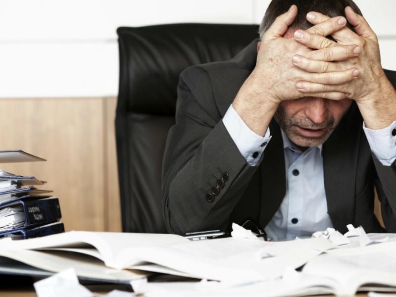 Psychische Belastungen am Arbeitsplatz können ernsthafte Folgen haben.