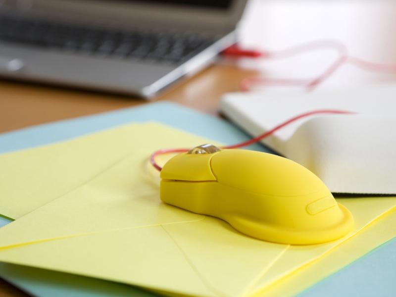 黄色いマウス